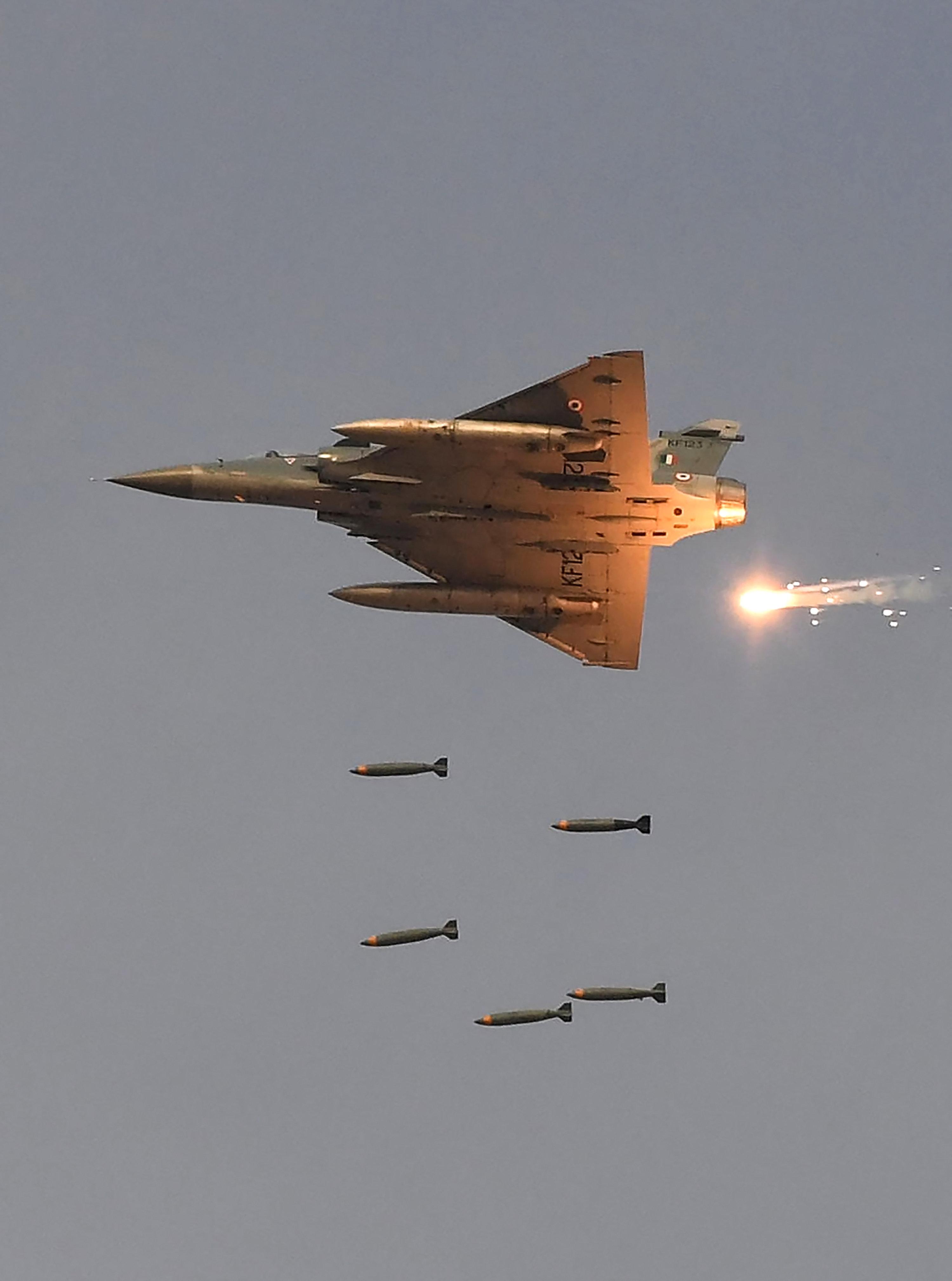 Αεροπορική επίθεση από την Ινδία σε «στρατόπεδα τρομοκρατών» στο έδαφος του