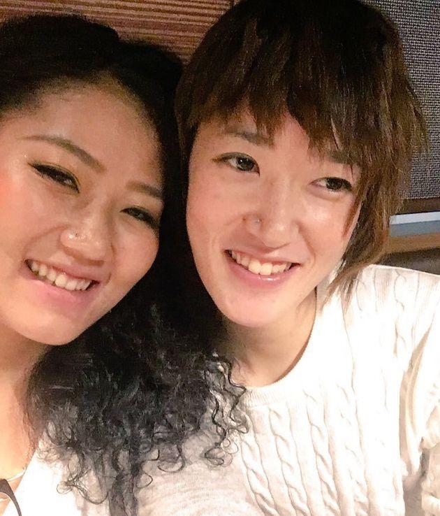 広島市に住む岡田唯さん(左)と大下桜さん