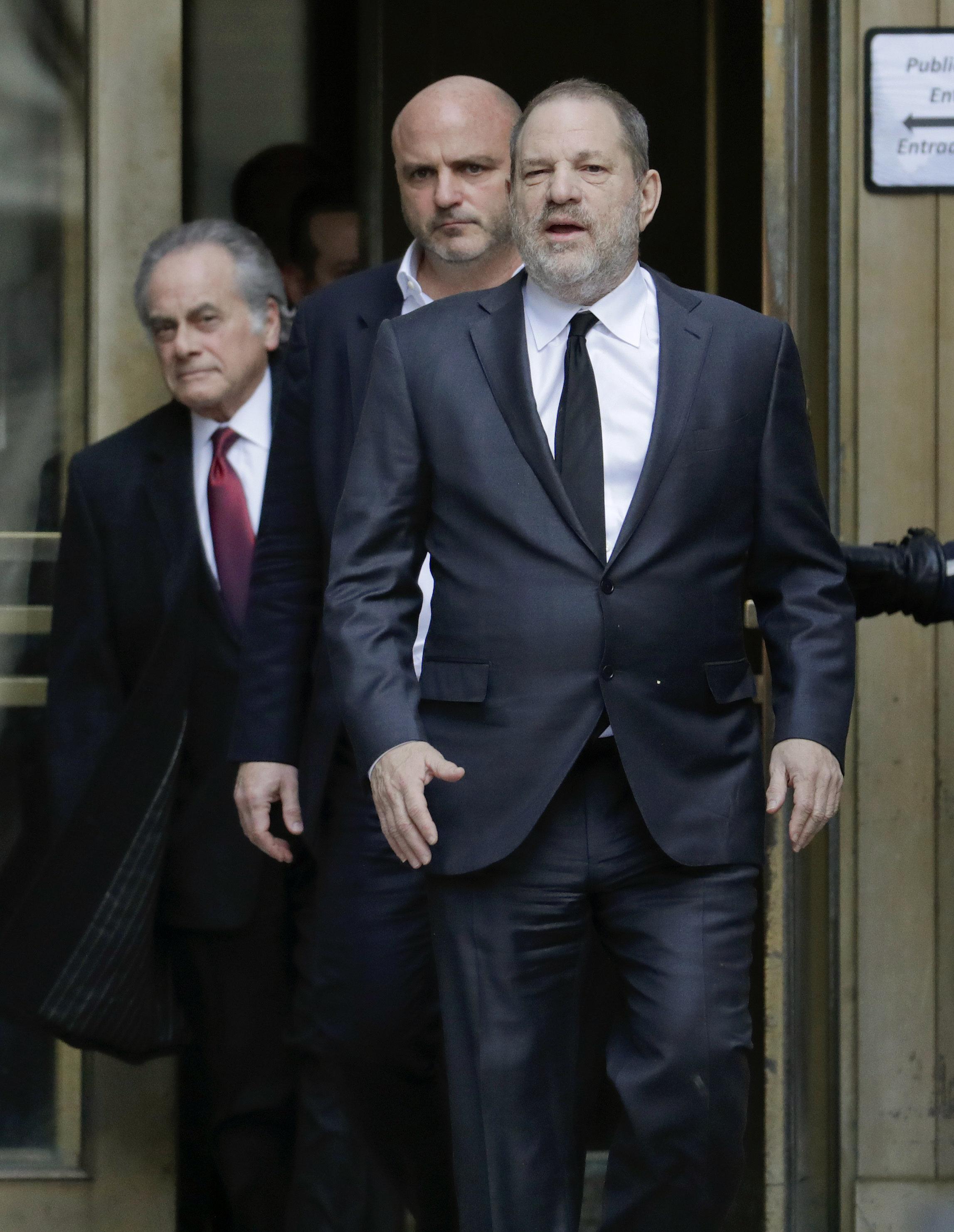 Ο Χάρβεϊ Γουάινσταϊν θέλει απελπισμένα να βρει γυναίκα δικηγόρο (αλλά δεν τα