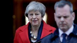 Έκανε πίσω η Μέι. Ανοιχτό το ενδεχόμενο παράτασης του Brexit και ψηφοφορία για έξοδο χωρίς