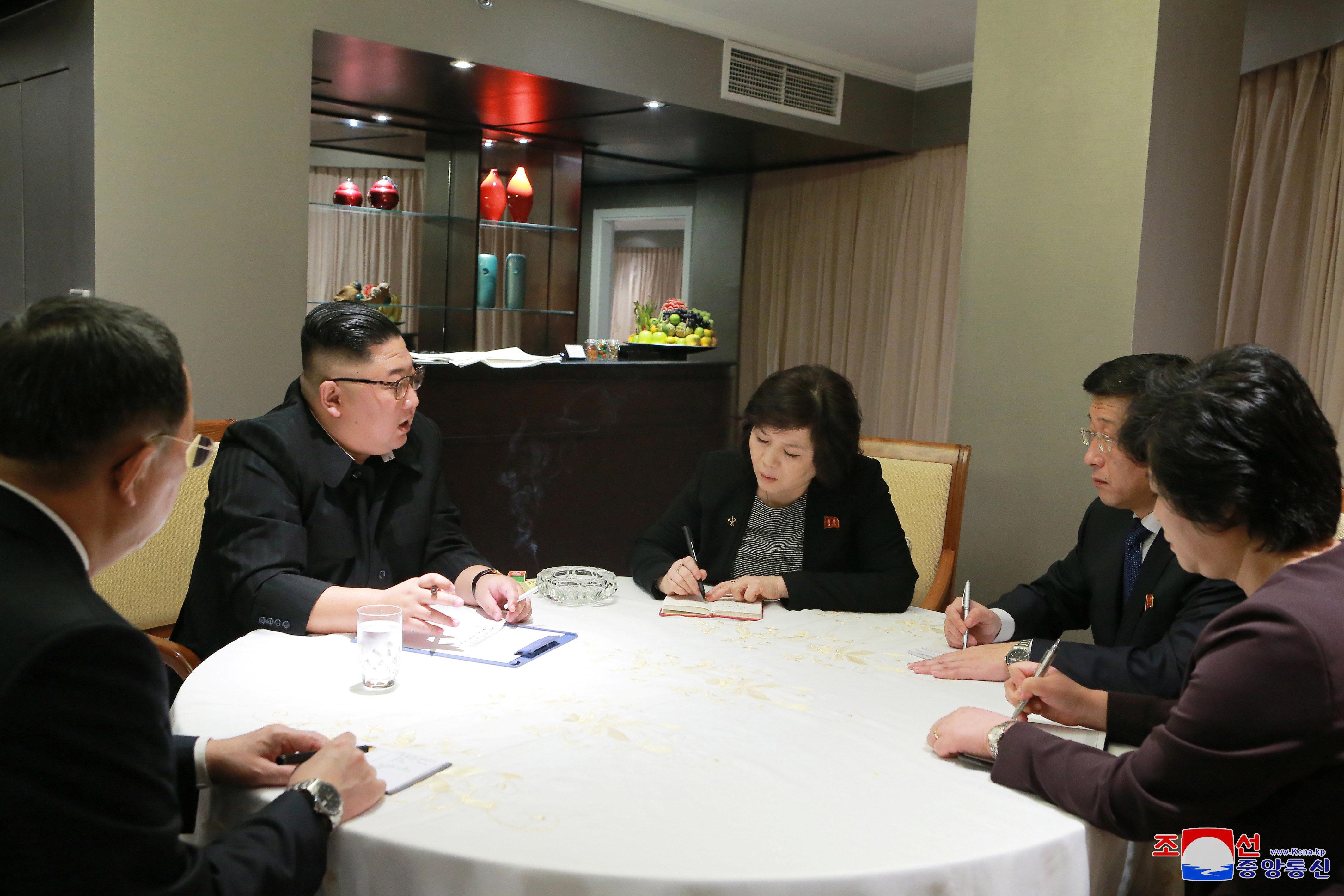 북한 매체가 김정은의 하노이 도착상황을 신속하게