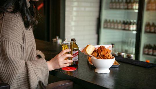 [태우's PICK] 한남동에는 치킨버거를 먹을 수 있는 바버숍이