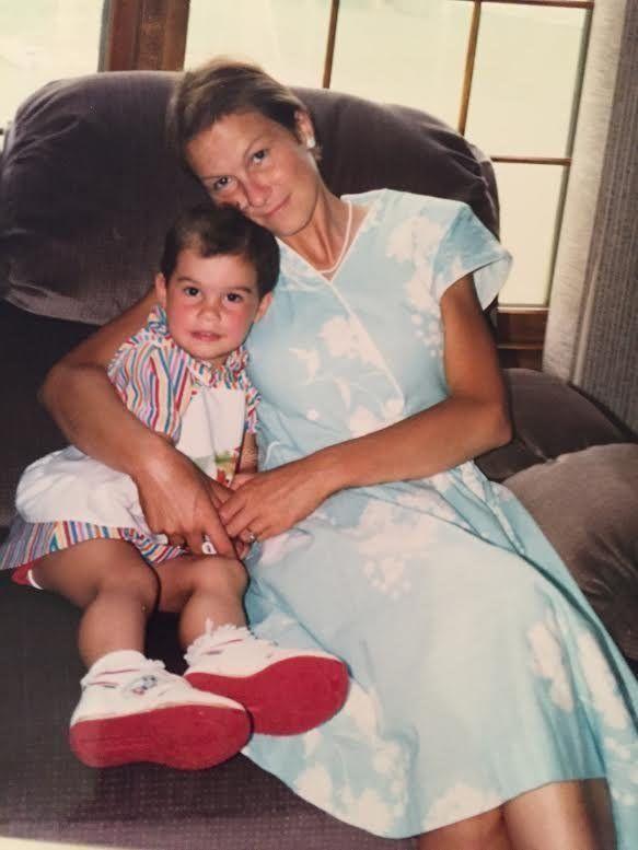 1990년 보센과 그의 어머니 수잔 윈. 윈은 이 당시 스테이지 2의 유방암을 치료하기 위해 화학요법을 받던