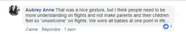 Face aux cris de son bébé dans l'avion, cette maman a eu une idée