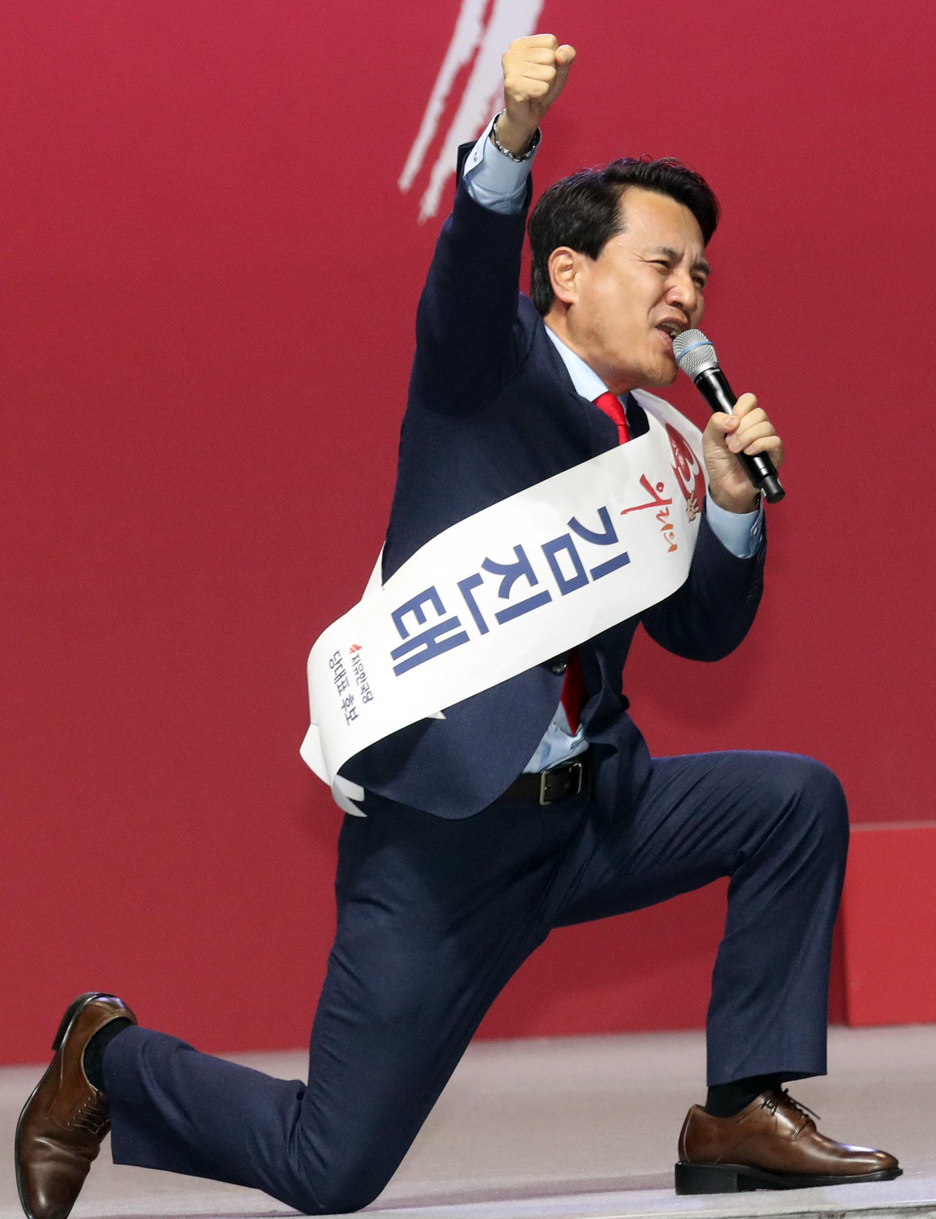 [자유한국당 전당대회] 황교안 전 국무총리가 자유한국당의 새로운 당대표가