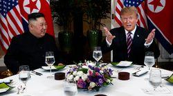 O Τραμπ «απέβαλε» δημοσιογράφους τριών ΜΜΕ από το δείπνο με τον Κιμ