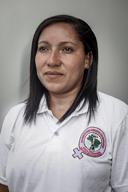 Jucilene Santos,moradora da comunidade Pires, em