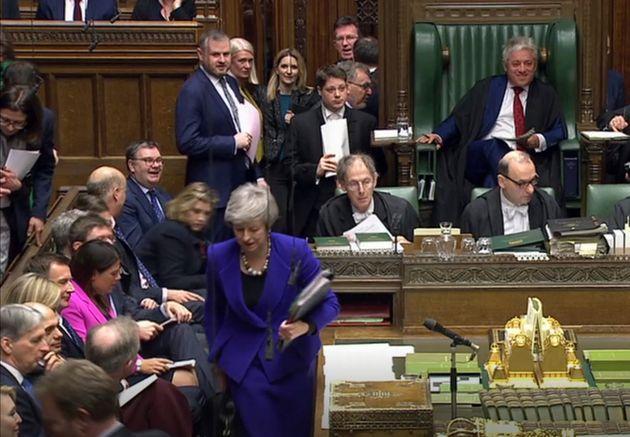 Βρετανία: Εγκρίθηκε η τροπολογία που επιτρέπει αναβολή του