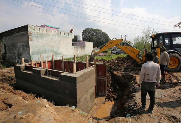 India Building 14,000 Bunkers For Families Along Pakistan
