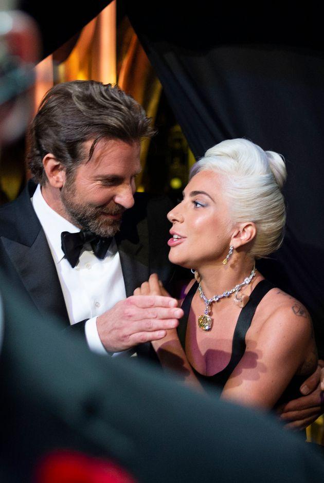 Η Lady Gaga ξεκαθαρίζει τις φήμες περί σχέσης με τον Μπράντλεϊ