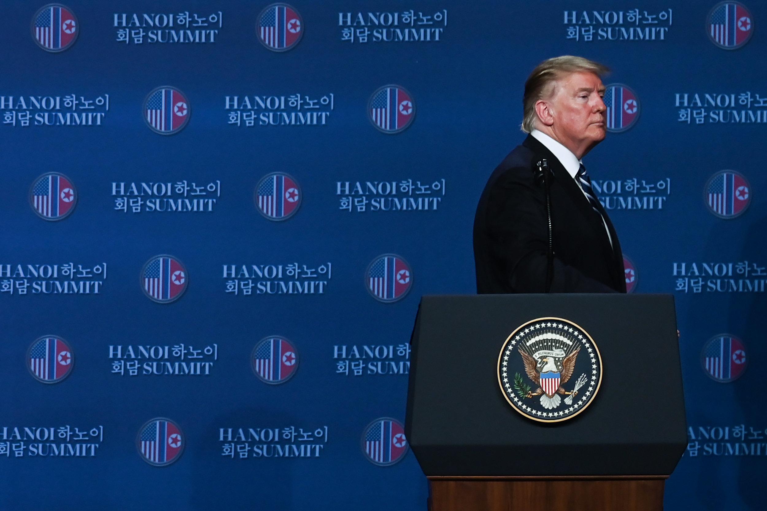 청와대가 공개한 문재인 대통령과 트럼프 대통령의 전화통화
