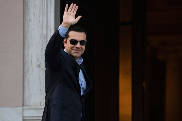Με πρώην υπουργούς κυβερνήσεών του και γνωστό επιχειρηματία συζητά ο ΣΥΡΙΖΑ για το