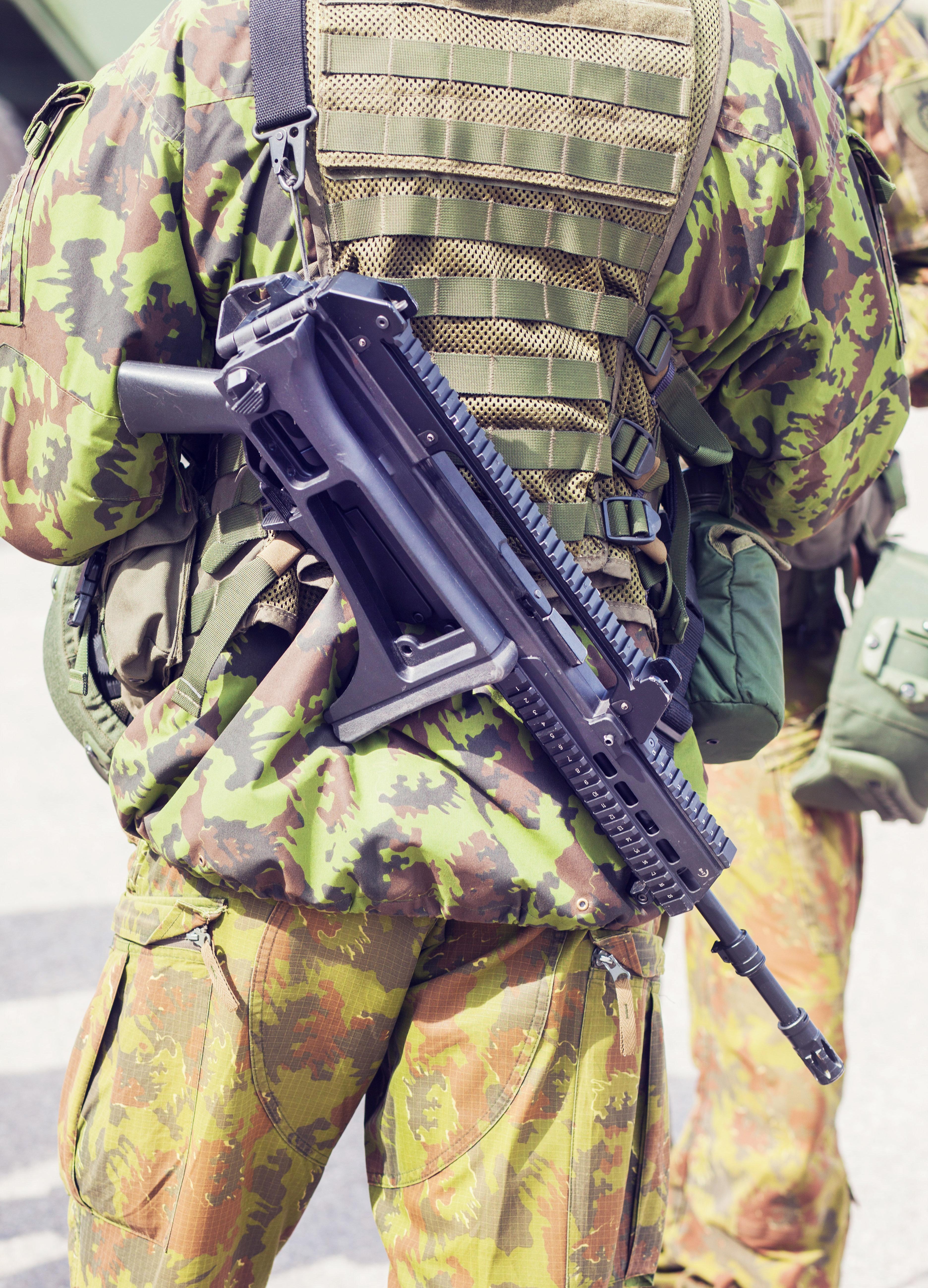 Εκκολαπτόμενο σκάνδαλο στη Γερμανία για τη χρήση γερμανικών όπλων στην
