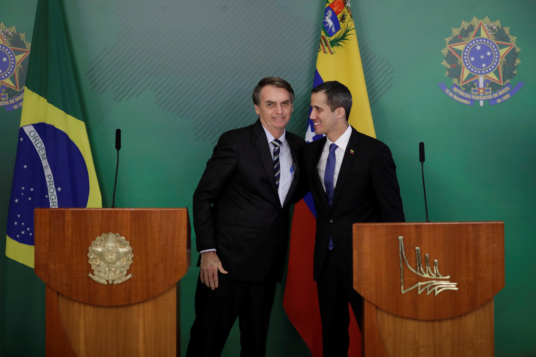 'Não pouparemos esforços para restabelecer democracia na Venezuela', diz Bolsonaro a