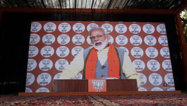 Modi dirigiéndose a los trabajadores del BJP el