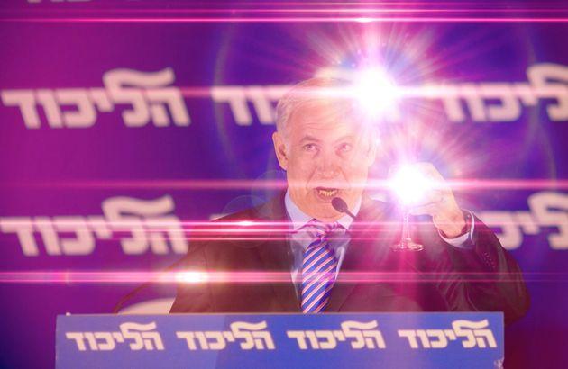 Benjamin Netanjahu soll unter anderem Geschenke im Wert von hunderttausenden Euro angenommen haben: etwa...