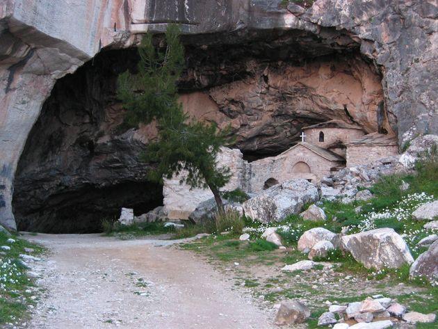 Το BBC προσπαθεί να εξηγήσει το περίεργο υπόγειο φαινόμενο της σπηλιάς του