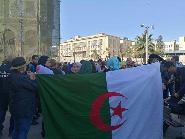 Manifestations contre le 5e Mandat: vivez les marches de ce vendredi en Live sur le HuffPost