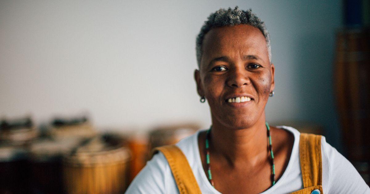 Beth Beli, a mulher que rege os mais de 450 tambores do Ilu Obá de Min
