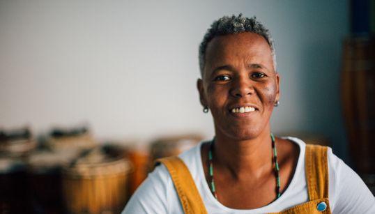 Beth Beli, a regente dos mais de 450 tambores do Ilu Obá de