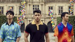 Jonas Brothers estão de volta (e bem acompanhados) na dançante