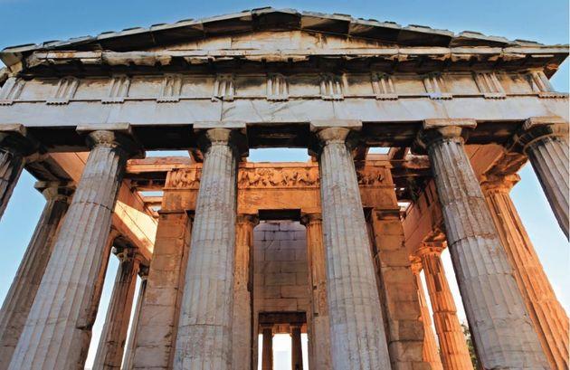 Ναός του Ηφαίστου, Αθήνα: Ο πιο καλοδιατηρημένος αρχαίος ναός σε όλη την Ελλάδα φέρει το όνομα του Ηφαίστου, του προστάτη των σιδεράδων και των τεχνιτών (Φωτογραφία από το βιβλίο «Οι Αρχαίοι Έλληνες»).