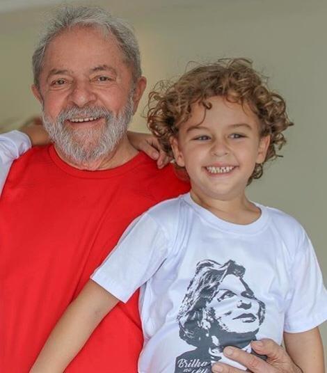 Justiça autoriza que Lula vá ao velório do neto de 7 anos vítima de