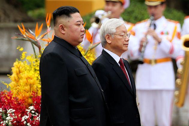 김정은 위원장이 북-베트남 관계 정상화 바람을