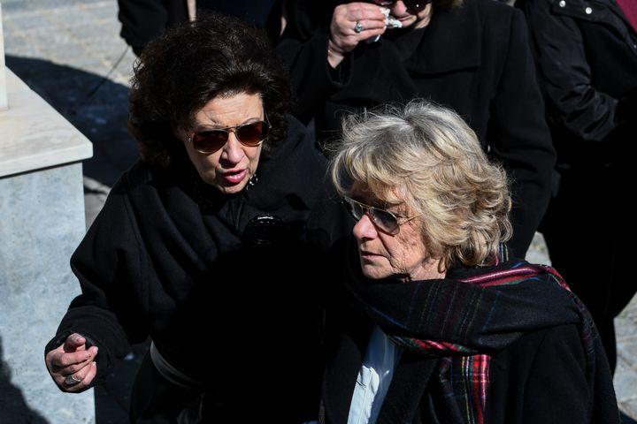Η χήρα του Φαίδωνα Γεωργίτση, Μπέτσυ (δεξιά)