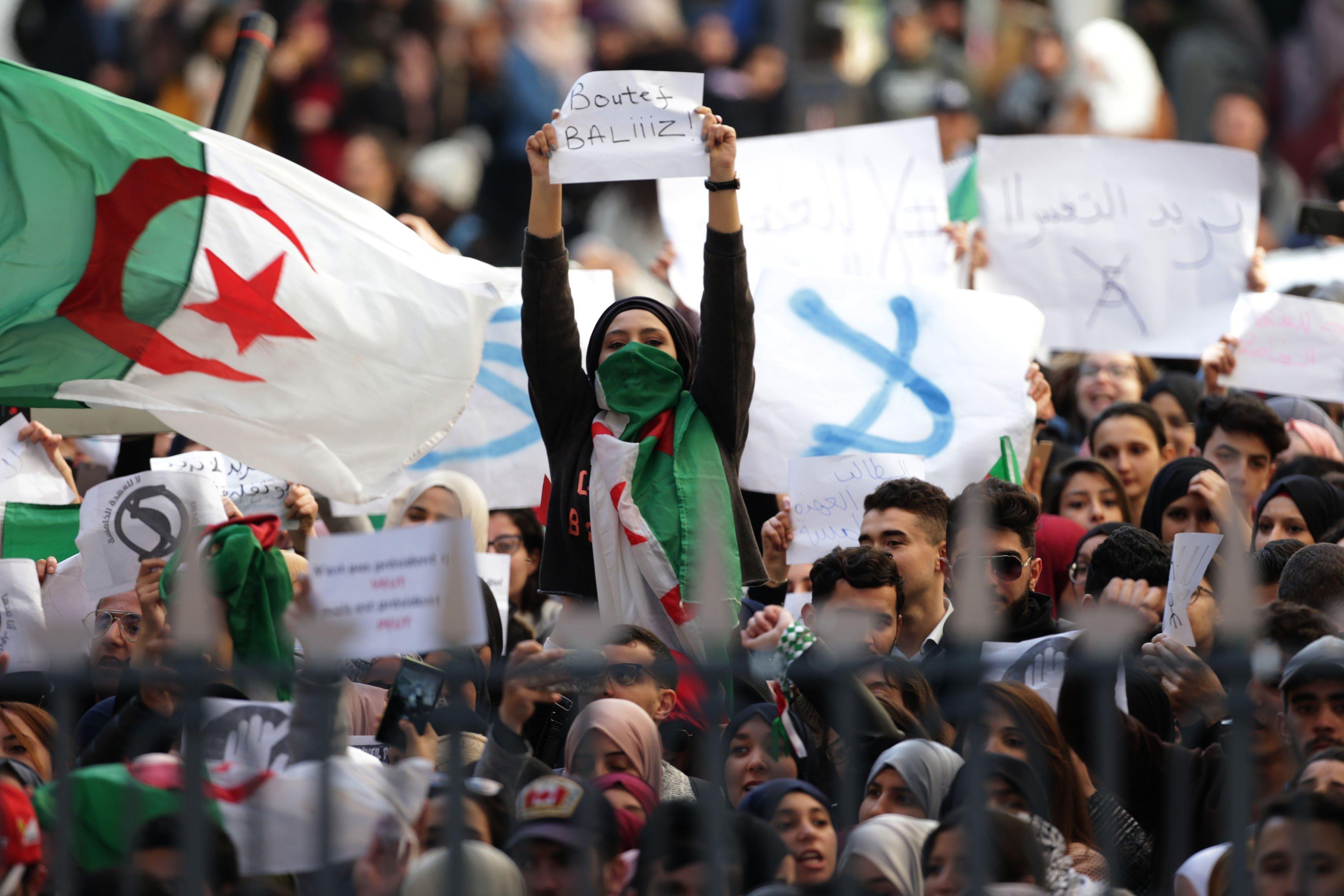 Interdiction à Tunis de deux manifestations d'Algériens contre un 5e mandat de