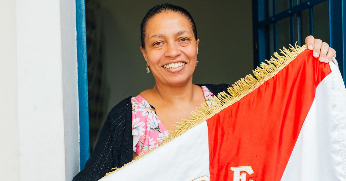 Rose Marcondes, a presidente da mais antiga escola de samba em atividade de SP
