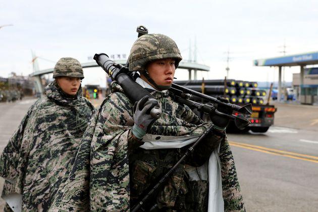 Südkoreanische Soldaten bei einer Militärübung mit Truppen der