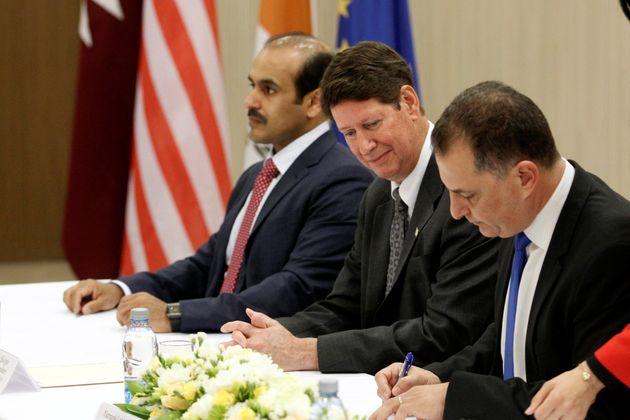 Από την υπογραφή της συμφωνίας...