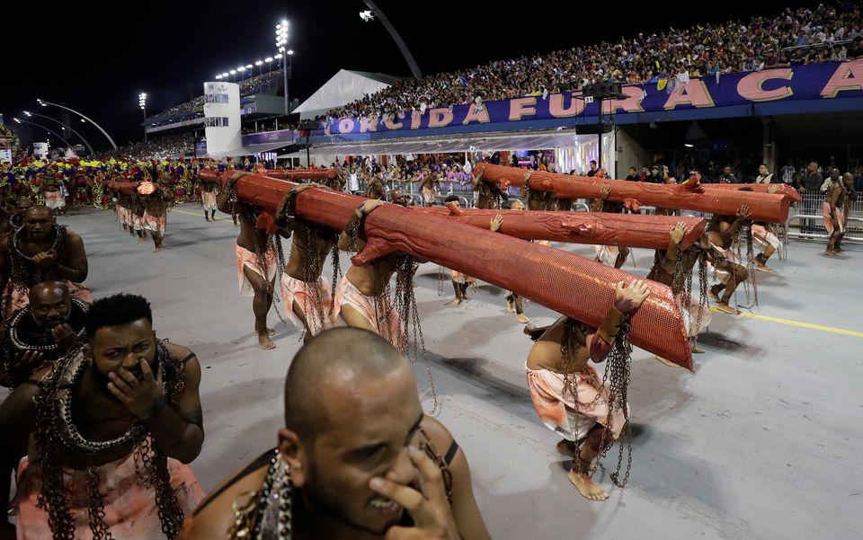 O desfile da Vai-Vai, em São Paulo, exaltou a