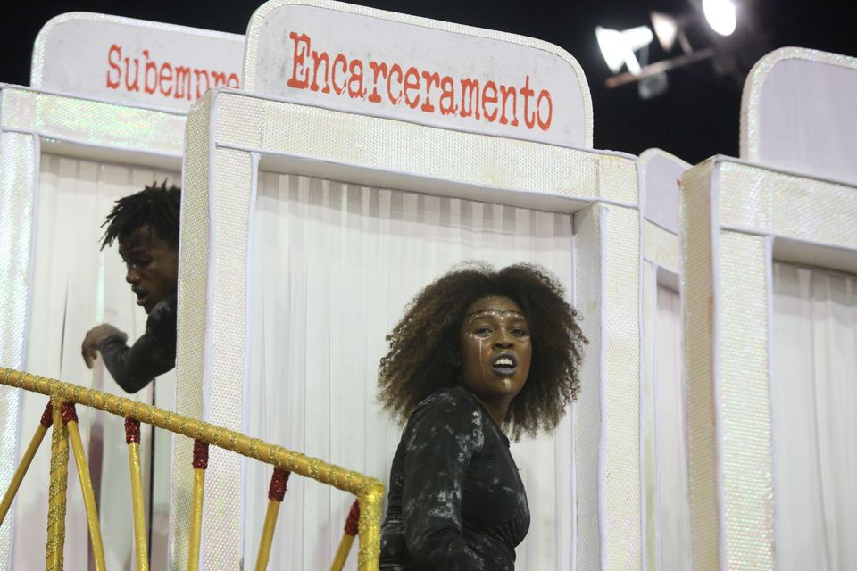 O desfile da Vai-Vai, em São Paulo, tratou de racismo e encarceramento em