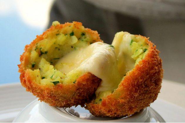 Bolinho de risoto e queijo doQuattro Pizza Bar é uma das iguarias mais elogiadas da Restaurant