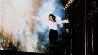 JAPAN - DECEMBER 30:  Michael Jackson In Concert In Tokyo, Japan On December 30, 1992.  (Photo by Kurita KAKU/Gamma-Rapho via Getty Images)