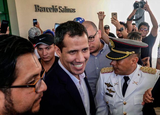 Attendu au Venezuela, Guaido appelle à manifester et met en garde