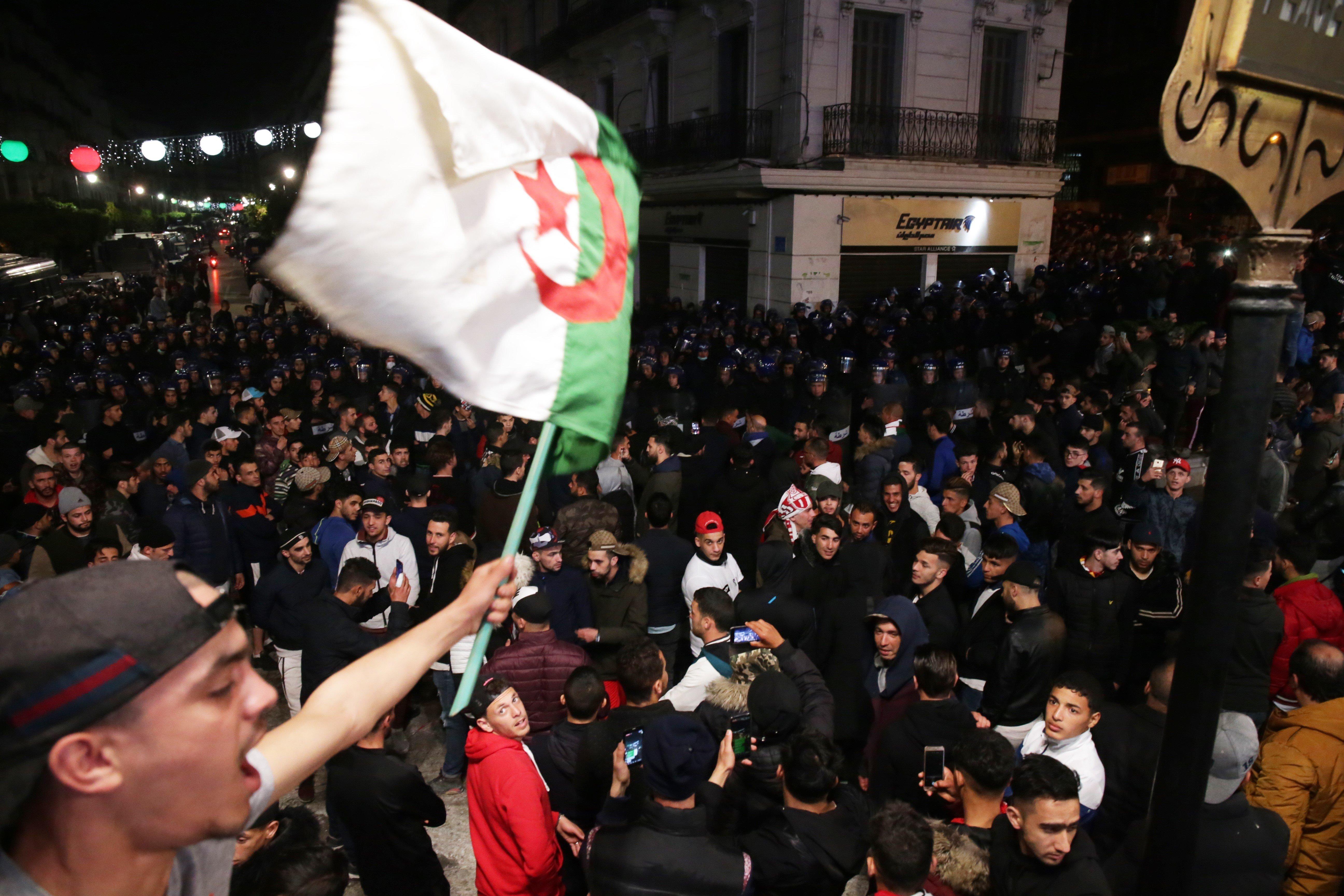 Quand l'Algérie bouge, Afrique et Europe retiennent leur