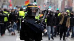 Απίστευτη αστυνομική βία σε διαδηλωτή των «κίτρινων γιλέκων» με