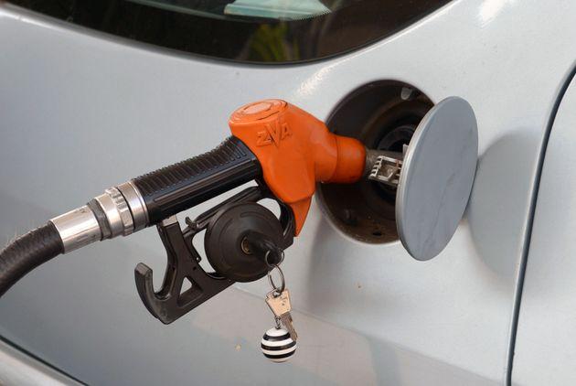 Plafonnement des prix du carburant: ça ne roule pas pour les pétroliers