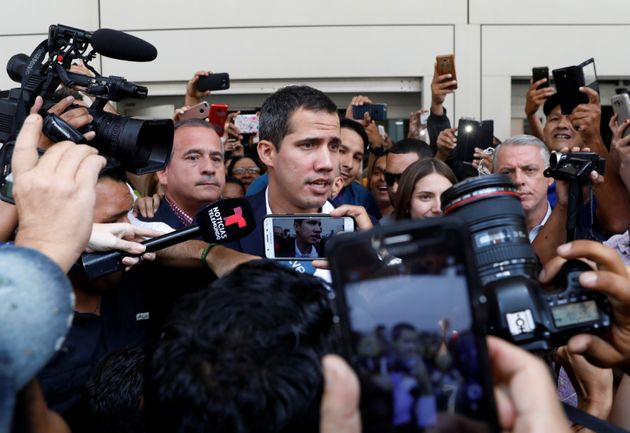 Juan Guaidó fala com jornalistas em
