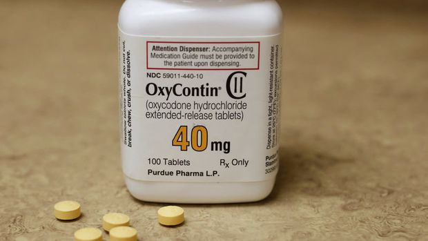 FILE PHOTO: A bottle of prescription painkiller OxyContin, 40mg pills, made by Purdue Pharma L.D. sit on a counter at a local pharmacy, in Provo, Utah, U.S., April 25, 2017. REUTERS/George Frey/File Photo