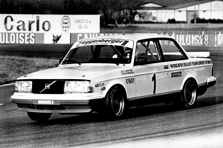1985년 유럽 투어링카 챔피언십(1985 European Touring Car Championship) 우승을 차지한 볼보 240 터보.