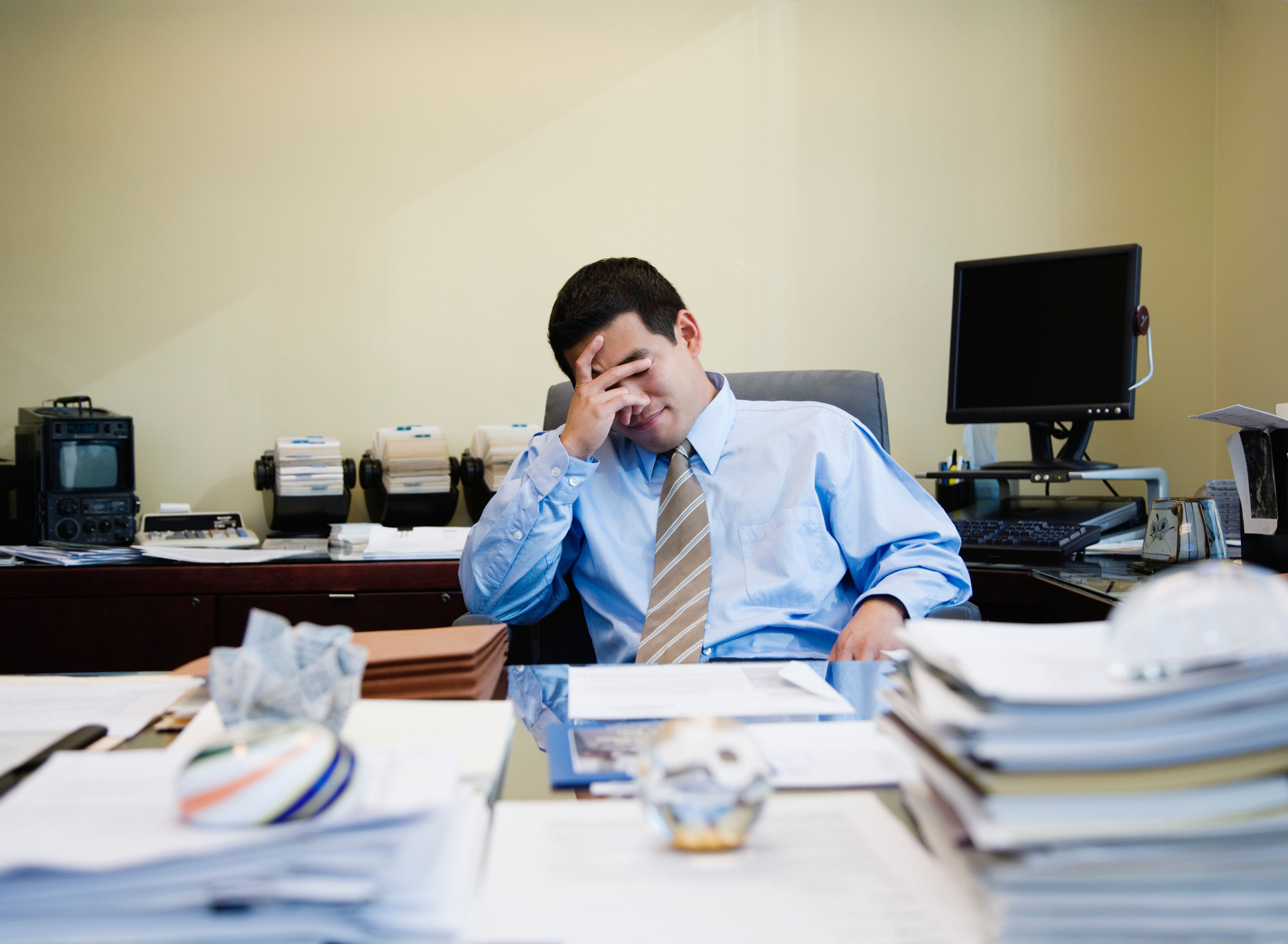 9割の企業が「人材不足の部門がある」と回答。その原因は…
