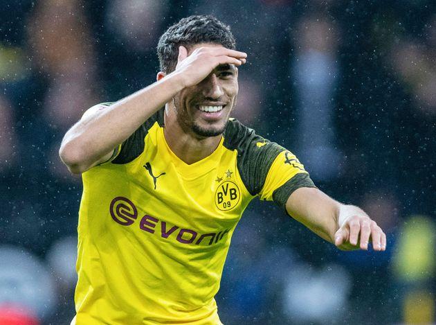 Le footballeur Achraf Hakimi après avoir marqué un but lors du match de Bundesliga opposant...