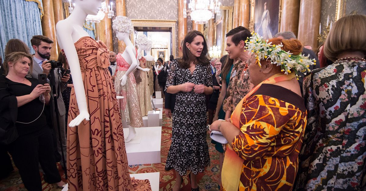 Sa Designer Shines At Buckingham Palace Huffpost Uk