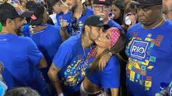 'Sapucaí-se': A internet elegeu o novo meme do Carnaval de Anitta, Neymar, Marquezine e