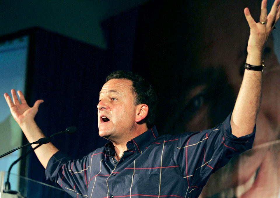 Tony Leon launches the DA's manifesto on January 26, 2006. His signature campaign was the