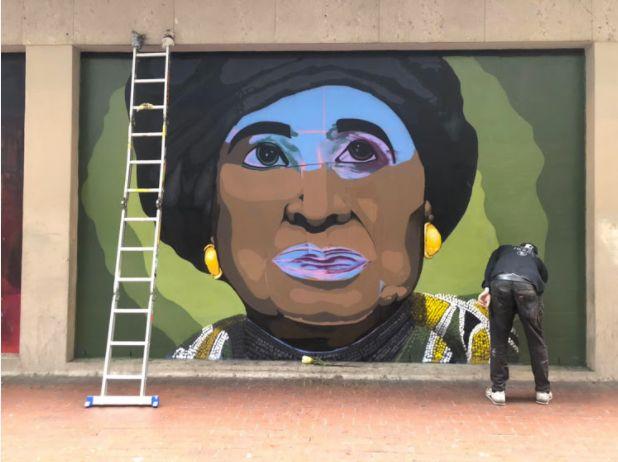 LOOK: Winnie Artwork Gone (Very)